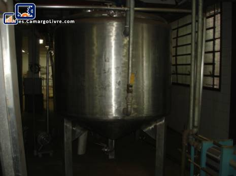 2 tanques con una capacidad de 1900 litros