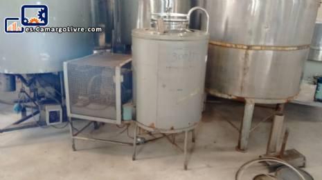 Tanque de acero inoxidable con sistema de enfriamiento