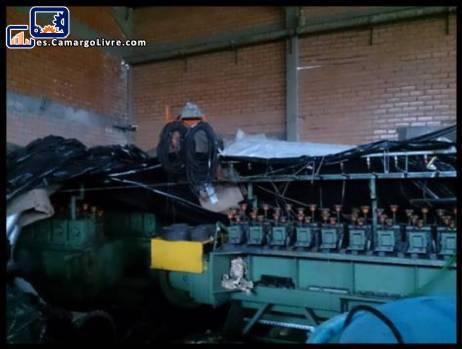Máquina para producción de lana de acero
